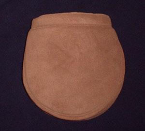 Soepele fleecemand met dakje! Gemaakt van niet-pillende mooie kwaliteit fleece, wasbaar op 30/40 graden Celsius en eventueel te drogen in de droogtrommel!  Prijs afgebeelde mand Euro 37,50
